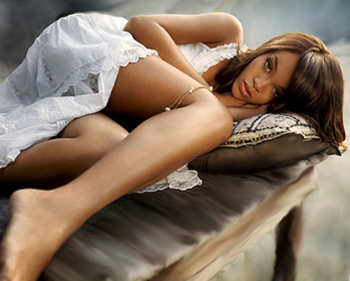 Rihanna_sexy_legs_display_image