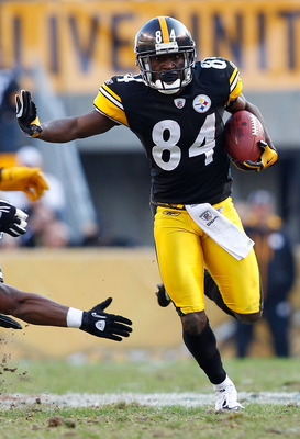 PITTSBURGH - NOVEMBER 21:  Antonio Brown #84 of the Pittsburgh Steelers evades tacklers during a punt return against the Oakland Raiders during the game on November 21, 2010 at Heinz Field in Pittsburgh, Pennsylvania.  (Photo by Jared Wickerham/Getty Imag