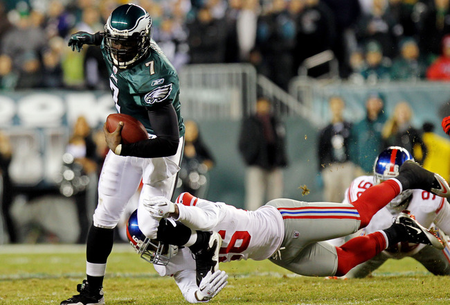 PHILADELPHIA - NOVEMBER 21:  Michael Vick #7 of the Philadelphia Eagles runs with the ball against Antrel Rolle #26 of the New York Giants at Lincoln Financial Field on November 21, 2010 in Philadelphia, Pennsylvania.  (Photo by Nick Laham/Getty Images)
