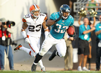 JACKSONVILLE, FL - NOVEMBER 21:  Maurice Jones-Drew #32 of the Jacksonville Jaguars breaks out for a big run that would lead to the winning touchdown during a game agaisnt the Cleveland Browns at EverBank Field on November 21, 2010 in Jacksonville, Florid