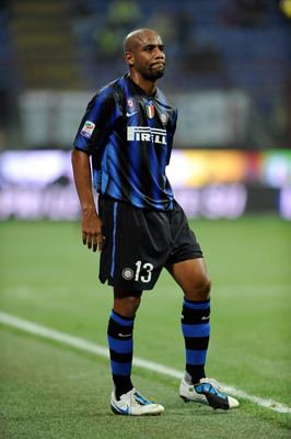 MILAN, ITALY - NOVEMBER 06:  Maicon of FC Internazionale Milano walks off injured during the Serie A match between Inter and Brescia at Stadio Giuseppe Meazza on November 6, 2010 in Milan, Italy.  (Photo by Claudio Villa/Getty Images)