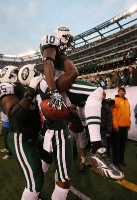 EAST RUTHERFORD, NJ - NOVEMBER 21:  Santonio Holmes #10 of the New York Jets celebrates with Braylon Edwards #17 after scoring the winning  touchdown against  the Houston Texans during the fourth quarter of their  game on November 21, 2010 at the New Mead