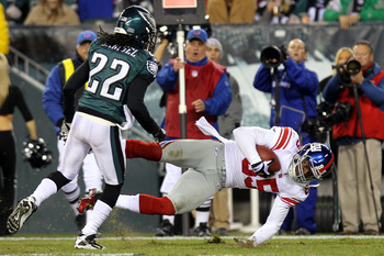 PHILADELPHIA - NOVEMBER 21:  Derek Hagan #85 of the New York Giants gets tackled by Asante Samuel #22 of the Philadelphia Eagles at Lincoln Financial Field on November 21, 2010 in Philadelphia, Pennsylvania. Samuel was called for leading with his helmet r