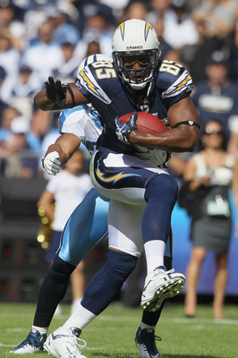 SAN DIEGO - OCTOBER 31:  Tight end Antonio Gates #85 of the San Diego Chargers carries the ball against the Tennessee Titans in the game at Qualcomm Stadium on October 31, 2010 in San Diego, California. The Chargers defeated the Titans 33-25.  (Photo by J