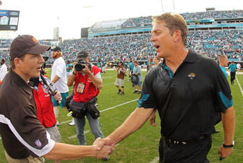 JACKSONVILLE, FL - NOVEMBER 21: Jacksonville Jaguars head coach Jack Del Rio shakes hands with Eric Mangini after a game agaisnt the Cleveland Browns at EverBank Field on November 21, 2010 in Jacksonville, Florida.  (Photo by Mike Ehrmann/Getty Images)