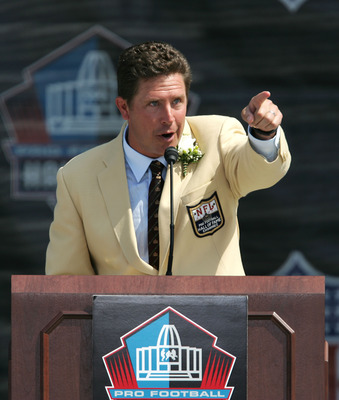 CANTON, OH - AUGUST 7: Pro Football Hall of Fame enshrinee Dan Marino of the Miami Dolphins thanks fans for coming during the 2005 NFL Hall of Fame enshrinement ceremony on August 7, 2005 in Canton, Ohio. (Photo by Jonathan Daniel/Getty Images)