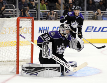 LOS ANGELES, CA - NOVEMBER 17:  Jonathan Quick #32 of the Los Angeles Kings allows a goal to Rick Nash #61 of the Columbus Blue Jackets for a 4-3 lead during the third period at the Staples Center on November 17, 2010 in Los Angeles, California.  (Photo b