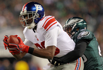 PHILADELPHIA - NOVEMBER 21:  Hakeem Nicks #88 of the New York Giants tries to break the tackle of Dimitri Patterson #23 of the Philadelphia Eagles at Lincoln Financial Field on November 21, 2010 in Philadelphia, Pennsylvania.  (Photo by Nick Laham/Getty I