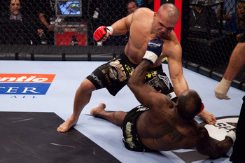 104_melvin_manhoef_vs_robbie_lawler1_display_image