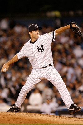 NEW YORK - SEPTEMBER 18:  Mike Mussina #35 of the New York Yankees pitches in the fifth inning against the Chicago White Sox on September 18, 2008 at Yankee Stadium in the Bronx borough of New York City.  (Photo by Jarrett Baker/Getty Images)