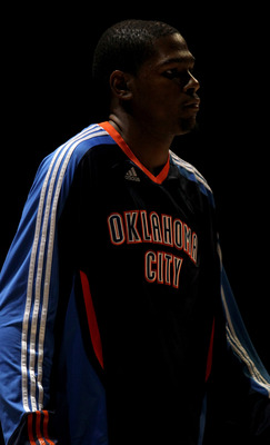 LOS ANGELES, CA - NOVEMBER 03:  Kevin Durant #32 of the Oklahoma City Thunder on the court during introductions for the game with the Los Angeles Clippers at Staples Center on November 3, 2010 in Los Angeles, California.  NOTE TO USER: User expressly ackn