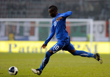 KLAGENFURT, AUSTRIA - NOVEMBER 17:  Mario Balotelli of Italy during the international friendly match between Italy and Romania at Hypo-Arena on November 17, 2010 in Klagenfurt, Austria.  (Photo by Claudio Villa/Getty Images)
