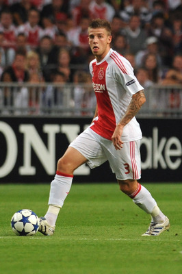 AMSTERDAM, NETHERLANDS - AUGUST 25:  Toby Alderweireld of AFC Ajax in action during the Champions League Play-off match between AFC Ajax and FC Dynamo Kiev at Amsterdam Arena on August 25, 2010 in Amsterdam, Netherlands.  (Photo by Valerio Pennicino/Getty