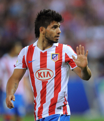 MADRID, SPAIN - SEPTEMBER 26: Sergio Aguero of Atletico Madrid signals to the bench during the La Liga match between Atletico Madrid and Real Zaragoza at the Vicente Calderon stadium on September 26, 2010 in Madrid, Spain.  (Photo by Denis Doyle/Getty Ima