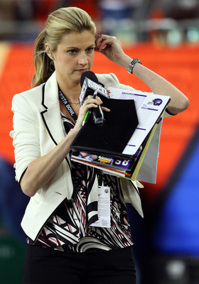 GLENDALE, AZ - JANUARY 04:  ESPN sideline reporter Erin Andrews walks down the sideline at the Tostitos Fiesta Bowl between the Boise State Broncos and the TCU Horned Frogs at the Universtity of Phoenix Stadium on January 4, 2010 in Glendale, Arizona.  (P