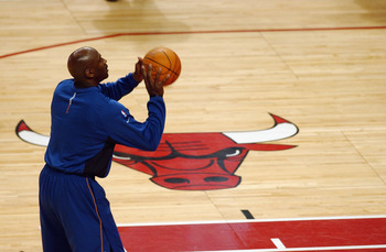 CHICAGO - JANUARY 24:  Michael Jordan #23 of the Washington Wizards warms up before playing his last game against his former team the Chicago Bulls at the United Center on January 24, 2003 in Chicago, Illinois.  The Bulls won 104-97.  NOTE TO USER: User e