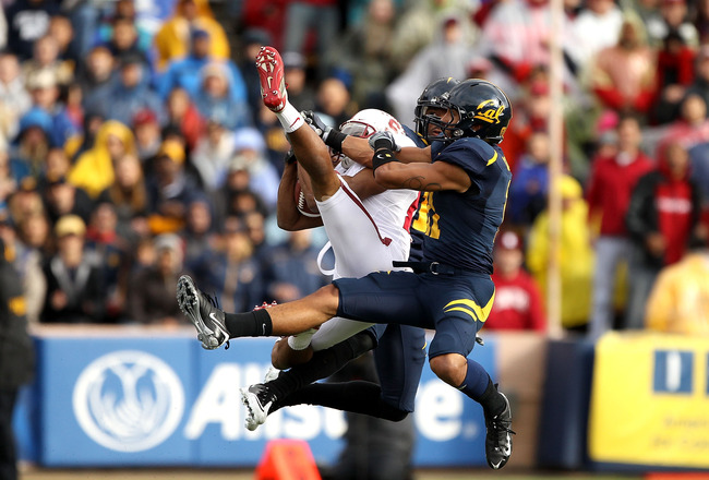 BERKELEY, CA - NOVEMBER 20:  Doug Baldwin #89 of the Stanford Cardinal leaps to catch the ball during their game against the California Golden Bears at California Memorial Stadium on November 20, 2010 in Berkeley, California.  (Photo by Ezra Shaw/Getty Im