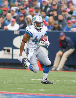 ORCHARD PARK, NY - NOVEMBER 14:  Jahvid Best #44  of the Detroit Lions runs against the Buffalo Bills at Ralph Wilson Stadium on November 14, 2010 in Orchard Park, New York. The Bills won 14-12.  (Photo by Rick Stewart/Getty Images)
