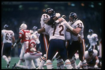 26 Jan 1986: The Chicago Bears celebrate after defensive lineman William Perry scores a touchdown during Super Bowl XX against the New England Patriots at the Superdome in New Orleans, Louisiana. The Bears won the game, 46-10.