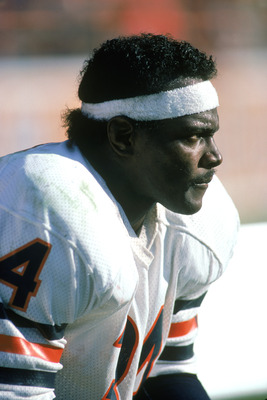 1984:  Running back Walter Payton #34 of the Chicago Bears looks on during a game in 1984. (Photo by Rick Stewart/Getty Images)