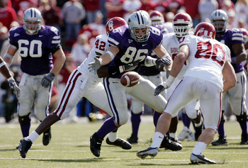 MANHATTAN, KS - OCTOBER 16:  Linebacker Rufus Alexander #42 of the Oklahoma Sooners hits tight end Brian Casey #86 of the Kansas State Wildcats to cause a fumble and turnover in the third quarter on October 16, 2004 at KSU Stadium in Manhattan, Kansas. Th