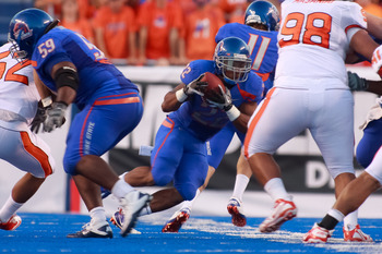 BOISE, ID - SEPTEMBER 25:  Running back Doug Martin #22 of the Boise State Broncos runs the ball against the Oregon State Beavers at Bronco Stadium on September 25, 2010 in Boise, Idaho.  (Photo by Otto Kitsinger III/Getty Images)
