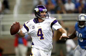 DETROIT - SEPTEMBER 20:  Quarterback Brett Favre #4 of the Minnesota Vikings thorws a pass on the run against the Detroit Lions at Ford Field on September 20, 2009 in Detroit, Michigan.  (Photo by Stephen Dunn/Getty Images)