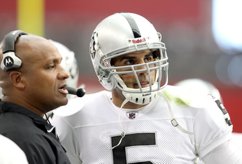 Offensive Co-Ordinator Hue Jackson Talks with QB Bruce Gradkowski on the Raider Sidelines