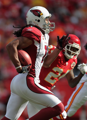 KANSAS CITY, MO - NOVEMBER 21:  Larry Fitzgerald #11 of the Arizona Cardinals carries the ball during the game against the Kansas City Chiefs on November 21, 2010 at Arrowhead Stadium in Kansas City, Missouri.  (Photo by Jamie Squire/Getty Images)