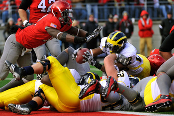 COLUMBUS, OH - NOVEMBER 27:  Michael Shaw #20 of the Michigan Wolverines lunges across the goal line for a touchdown in the second quarter against the Ohio State Buckeyes at Ohio Stadium on November 27, 2010 in Columbus, Ohio.  (Photo by Jamie Sabau/Getty
