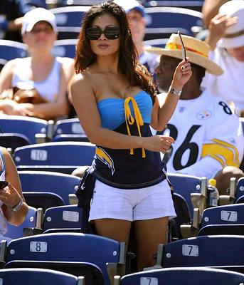 13chargers-fan_display_image