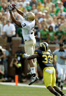 ANN ARBOR, MI - SEPTEMBER 12:  Wide reciever Michael Floyd #3 of Notre Dame catches a pass early in the second half against Michigan at Michigan Stadium on September 12, 2009 in Ann Arbor, Michigan.  (Photo by Domenic Centofanti/Getty Images)