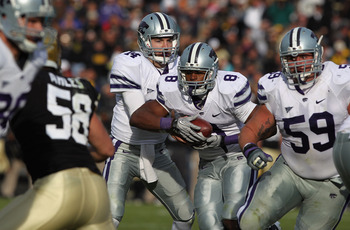 BOULDER, CO - NOVEMBER 20:  Quarterback Carson Coffman #14 of the Kansas State Wildcats fakes a handoff to running back Daniel Thomas #8 before rushing six yards for a touchdown against the Colorado Buffaloes at Folsom Field on November 20, 2010 in Boulde