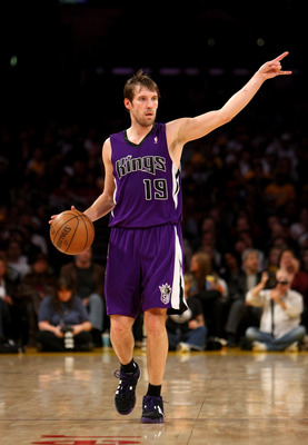 LOS ANGELES, CA - DECEMBER 12:  Beno Udrih #19 of the Sacramento Kings sets up the offense against the Los Angeles Lakers on December 12, 2008 at Staples Center in Los Angeles, California.  The Lakers won 112-103.   NOTE TO USER: User expressly acknowledg