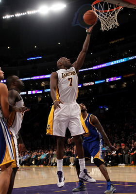 LOS ANGELES - NOVEMBER 21:  Lamar Odom #7 of the Los Angeles Lakers shoots against the Golden State Warriors at Staples Center on November 21, 2010 in Los Angeles, California.   NOTE TO USER: User expressly acknowledges and agrees that, by downloading and