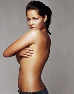 Half_nude_ana_ivanovic_with_ponytail_hair_do_display_image