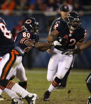 CHICAGO - NOVEMBER 28: Earl Bennett #80 of the Chicago Bears hands off to teammate Matt Forte #22 from the 'wildcat' formation against the Philadelphia Eagles at Soldier Field on November 28, 2010 in Chicago, Illinois. The Bears defeated the Eagles 31-26.