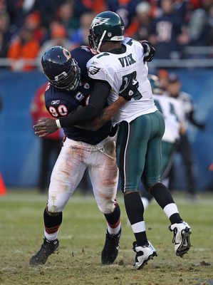 CHICAGO - NOVEMBER 28: Julius Peppers #90 of the Chicago Bears hits Michael Vick #7 of the Philadelphia Eagles at Soldier Field on November 28, 2010 in Chicago, Illinois. The Bears defeated the Eagles 31-26. (Photo by Jonathan Daniel/Getty Images)