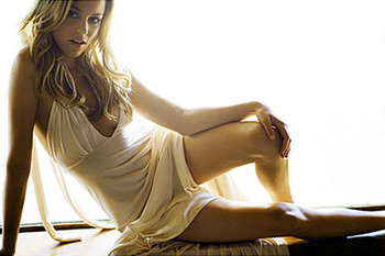15elizabeth_banks-invincible_display_image