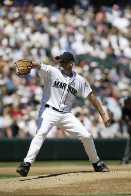 SEATTLE - JULY 23:  Jarrod Washburn #56 of the Seattle Mariners pitches against the Boston Red Sox on July 23, 2006 at Safeco Field in Seattle, Washington. The Mariners defeated the Red Sox 9-8. (Photo by Otto Greule Jr/Getty Images)