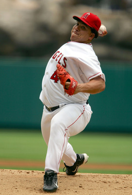 ANAHEIM, CA - MAY 29:  Bartolo Colon #40 of the Los Angeles Angels of Anaheim pitches against the Kansas City Royals on May 29, 2005 at Angel Stadium in Anaheim, California.  (Photo by Lisa Blumenfeld/Getty Images)