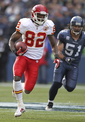 SEATTLE - NOVEMBER 28:  Wide receiver Dwayne Bowe #82 of the Kansas City Chiefs rushes against Lofa Tatupu #51 of the Seattle Seahawks at Qwest Field on November 28, 2010 in Seattle, Washington. The Chiefs defeated the Seahawks 42-24. (Photo by Otto Greul