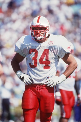 18 SEP 1993:  AN ON-FIELD PORTRAIT OF TREV ALBERTS LINEBACKER FOR THE UNIVERSITY OF NEBRASKA. Mandatory Credit: Al Bello/ALLSPORT