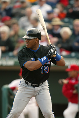 28 Feb 2002 : Roger Cedeno of the New York Mets during the Spring Training game against the St.Louis Cardinals at Roger Dean Stadium in Jupiter, Florida. The Cardinals won 5-2. DIGTAL IMAGE. Mandatory Credit: Eliot Schechter/Getty Images