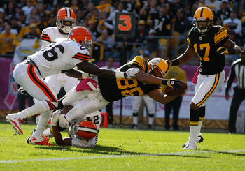 PITTSBURGH - OCTOBER 17:  Hines Ward #86 of the Pittsburgh Steelers dives in for a touchdown in front of Abram Elam #26 of the Cleveland Browns during the game on October 17, 2010 at Heinz Field in Pittsburgh, Pennsylvania.  (Photo by Jared Wickerham/Gett