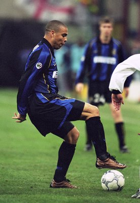 6 Dec 2001:  Ronaldo of Inter Milan puts his foot on the ball during the UEFA Cup third round second leg match against Ipswich Town played at the San Siro, in Milan, Italy. Inter Milan won the match 4-1, winning 4-2 on aggregate. \ Mandatory Credit: Stu F