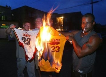 Cavaliers-fans-burn-lebron-james-jersey-d2938d31f250f9b5_large_display_image