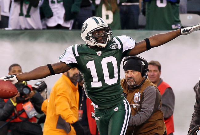 EAST RUTHERFORD, NJ - NOVEMBER 21:  Santonio Holmes #10 of the New York Jets celebrates after his fourth quarter touhdown against the Houston Texans on November 21, 2010 at the New Meadowlands Stadium in East Rutherford, New Jersey. The Jets defeated the
