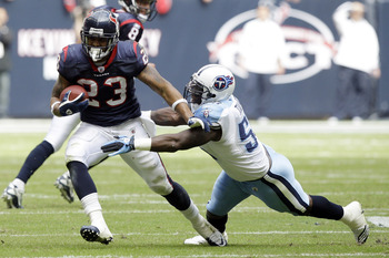 HOUSTON - NOVEMBER 28:  Running back Arian Foster #23 of the Houston Texans avoids a tackle from linebacker Stephen Tulloch #55 of the Tennessee Tians at Reliant Stadium on November 28, 2010 in Houston, Texas.  (Photo by Bob Levey/Getty Images)