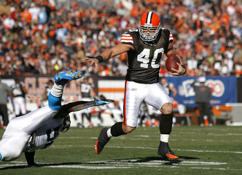 CLEVELAND - NOVEMBER 28:  Running back Peyton Hillis #40 of the Cleveland Browns runs the ball by linebacker Jon Beason #52 of the Carolina Panthers for a touchdown at Cleveland Browns Stadium on November 28, 2010 in Cleveland, Ohio.  (Photo by Matt Sulli